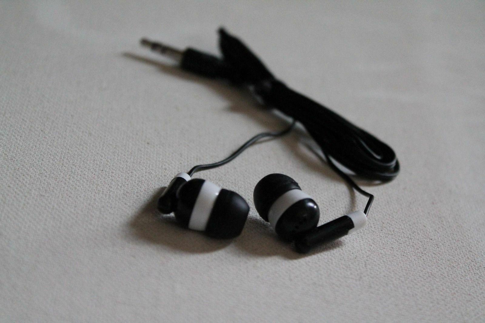 Bulk Lot Black/White Headphones Earbuds Kids