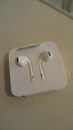 Apple Lightning EarPods Headphones Original Earbud iPhone 7